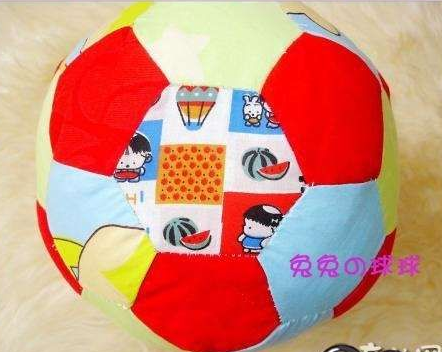 手工diy布艺拼布足球的制作方法教程图解