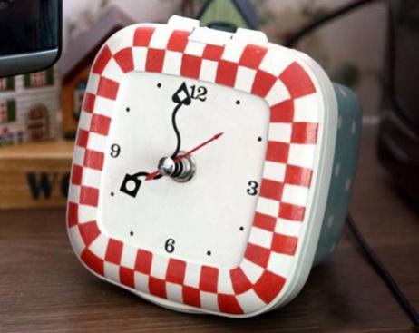 塑料盒酸奶瓶废物利用手工制作个性时钟教程