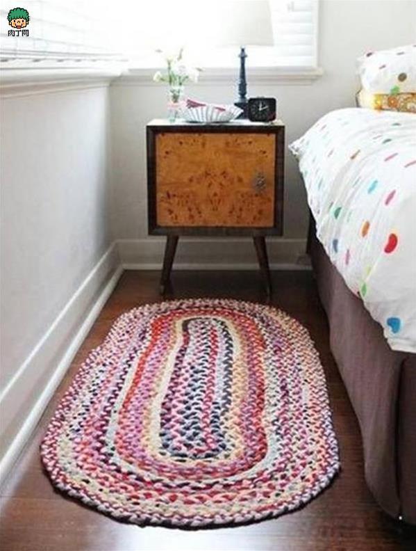 旧衣物巧利用地毯地垫制作方法图解