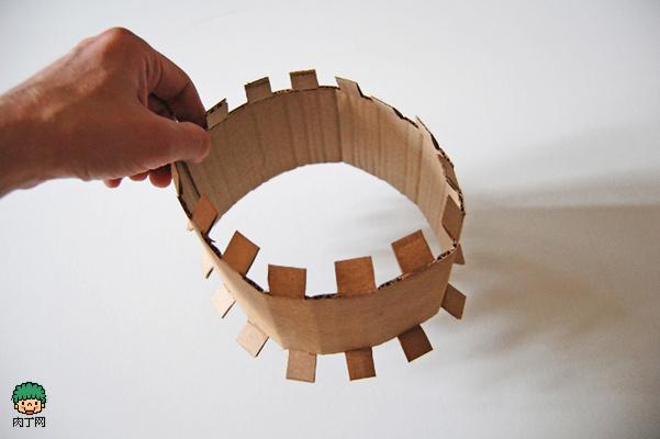 瓦楞纸纸板手工制作漂亮的儿童化妆舞会帽子 儿童玩具帽diy教程
