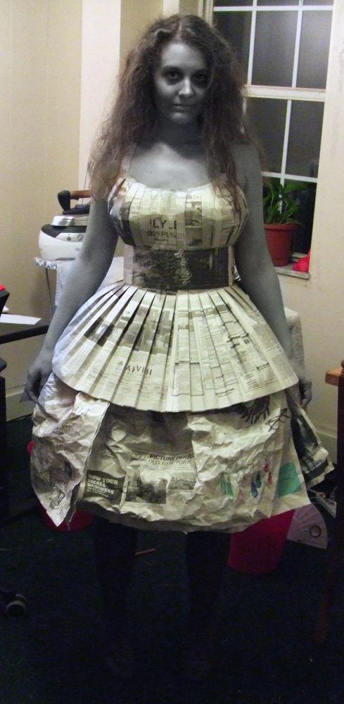 用报纸做服装步骤图片大全