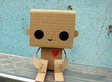 城市新亮点—纸箱制作的玩偶