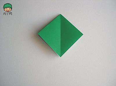 虽然这次制作的立体折纸青蛙看起来较为复杂些,实际制作是非常简单